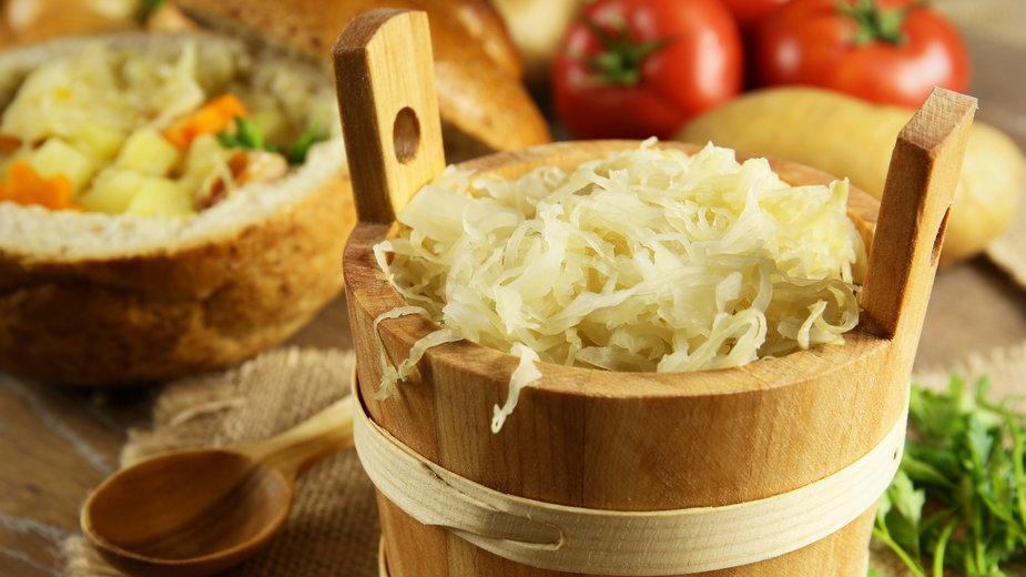 Kiszona kapusta oraz sok z kapusty ma wiele wartości odżywczych - Maciej Czekajewski/stock.adobe.com