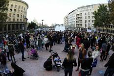 """""""BEBA DA CVETA, A BOLOVANJE SMETA"""" Majke i trudnice PROTESTOVALE pred Vladom Srbije (VIDEO)"""