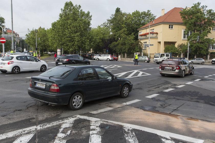 Samochody na skrzyżowaniu
