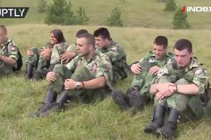 """UČE DECU DA RATUJU Tinejdžeri """"naoružani do zuba"""" trče po Zlatiboru u vojnom kampu po ugledu na PUTINOVU OMLADINU (VIDEO)"""