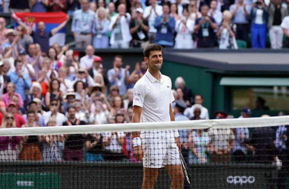 Novak Đoković u trenutku pobede nad Federerom u finalu Vimbldona 2019.