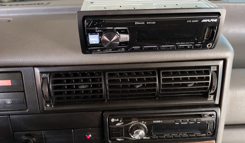 TEST: Alpine UTE-200BT – radio z USB, ale bez CD