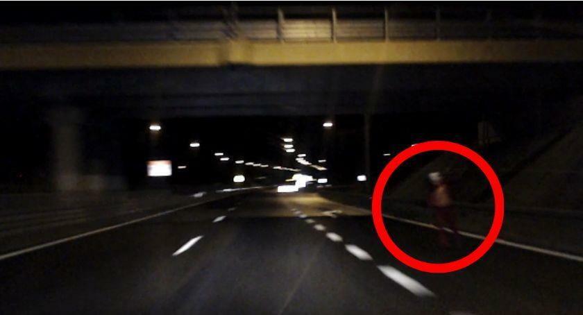 Klaun z siekierą spaceruje po ulicach Szczecinka? Co tam się dzieje?