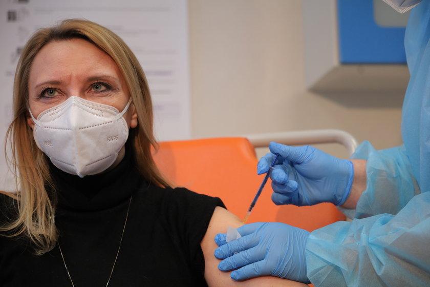 Kim jest profesor, która chce, by antyszczepionkowcy płacili za leczenie, gdy zachorują na COVID-19?