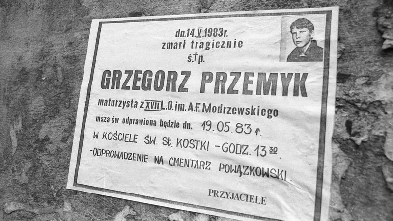 Pogrzeb maturzysty Grzegorza Przemyka, pobitego śmiertelnie 12 maja 1983 r. w komisariacie MO