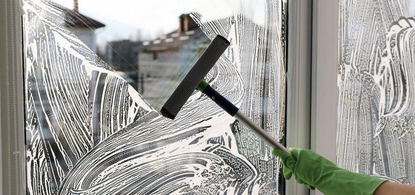Dramatyczny wypadek w Świnoujściu. Kobieta myła okna, spadła z dużej wysokości