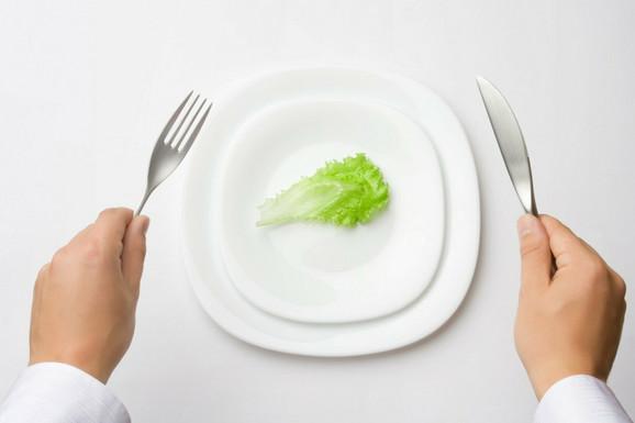 Ako vi naručite salatu, osoba preko puta vas će se osećati dužnom da naruči isto
