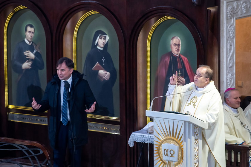 Zbigniew Ziobro i o. Tadeusz Rydzyk podczas mszy św. z okazji 29. urodzin Radia Maryja