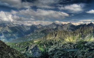 Trudne warunki w Tatrach: w górach kompletne zachmurzenie i mgły