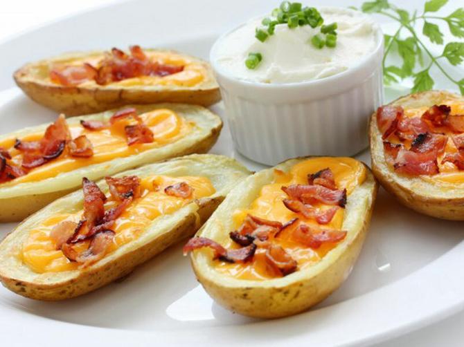 Maštovita i jeftina večera od krompira:  Čamci sa slaninicom