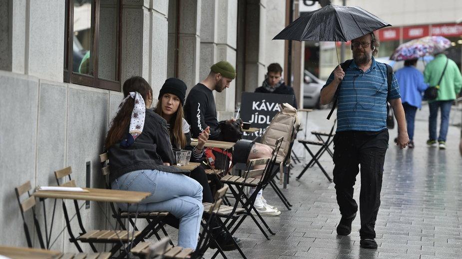 Czechy częściowo otworzyły restauracje po luzowaniu obostrzeń
