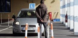 Miażdżący raport o egzaminach na prawo jazdy