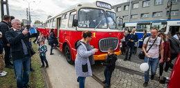 Parada zabytkowych autobusów przejechała ulicami miasta