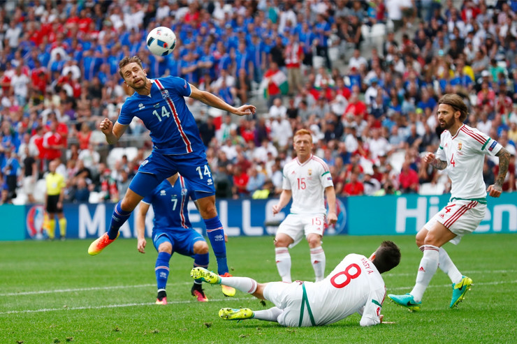 Fudbalska reprezentacija Islanda, Fudbalska reprezentacija Mađarske