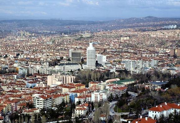 Trebalo je da Ankara bude njeno prebivalište nekoliko godina, a ona je došla sa ručnim prtljagom