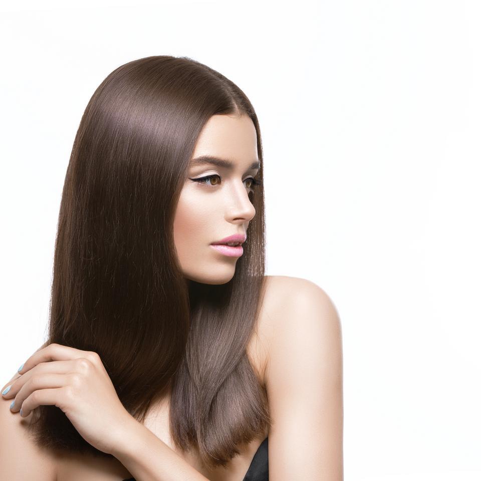 Włosy: wyprostowane