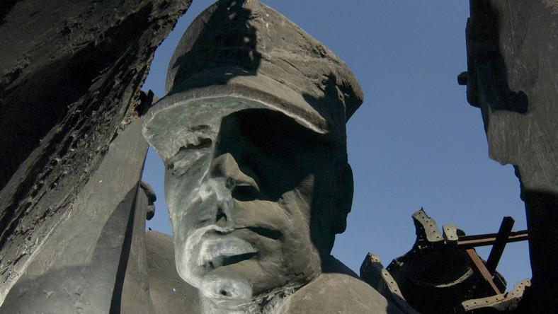 PiS dalej walczy z komunistycznymi pomnikami