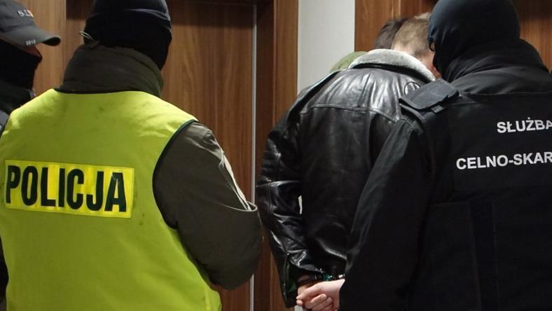 Funkcjonariusze CBŚP i służby celno-skarbowej zatrzymali pięć osób