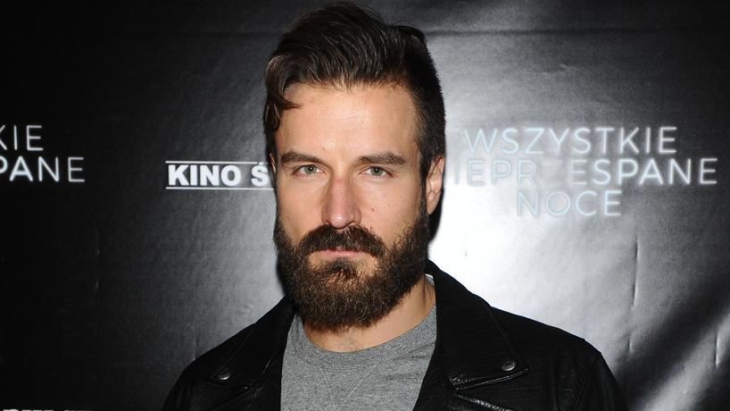 Piotr Stramowski bez brody dla nowej roli. Jak wygląda?