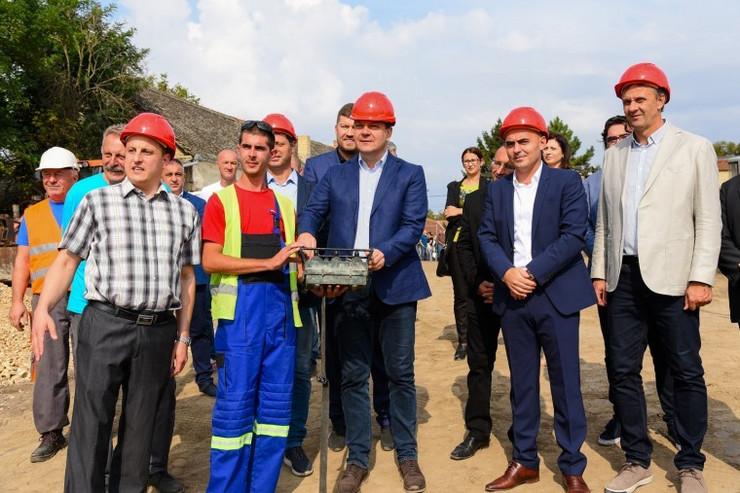 Igor Mirović na polaganju kamena temeljca