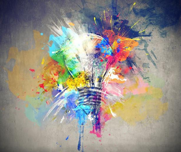 Inspiracji można szukać robiąc sobie przerwy, czytając wiele artykułów na różnorodne tematy oraz pozostając otwartym na nowe wyzwania. Inspiracji można szukać także w muzyce, sztuce lub innych działaniach, których nie podejmuje się na co dzień w pracy.
