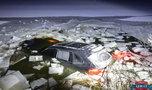 Kierowca wpadł porsche do zamarzniętego stawu