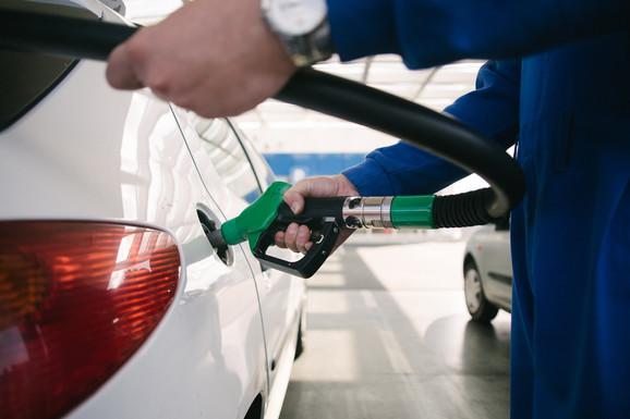 Benzinske stanice na putevima radiće bez prekida, a u gradu najmanje od šest do 20 sati