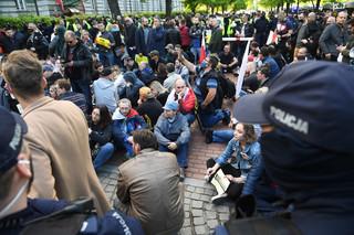 Protest przedsiębiorców w Warszawie. Uczestnicy chcą nocować przed kancelarią premiera