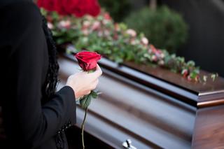 Komu i jakie świadczenia przysługują po śmierci pracownika
