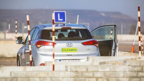 Egzaminator w ciągu dnia będzie mógł przeprowadzić maksymalnie osiem egzaminów praktycznych na prawo jazdy kategorii B.