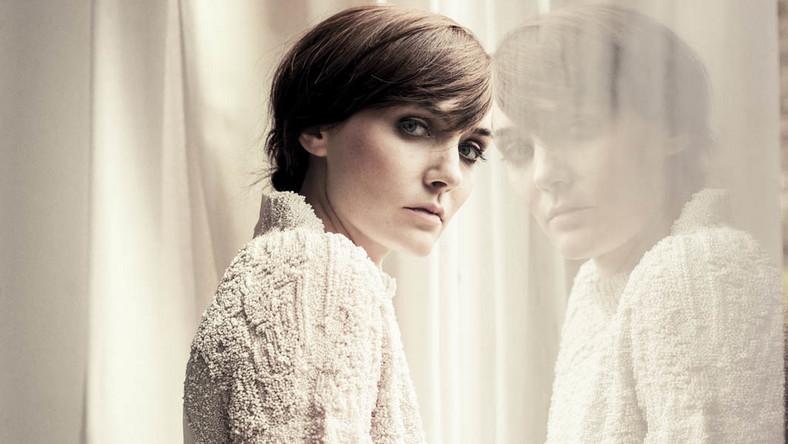 """Australijska wokalistka badała już różne muzyczne rejony. Na debiucie """"The Overture & the Underscore"""" z 2004 roku zbliżyła się do folku, nadrugiej płycie""""What the Sea Wants, the Sea Will Have"""" do dream popu, a do jego ambitniejszej wersji na trzeciej """"As Day Follows Night"""". Czwarty krążek """"I Awake"""" to chyba najtrudniejsze do sklasyfikowania dzieło"""