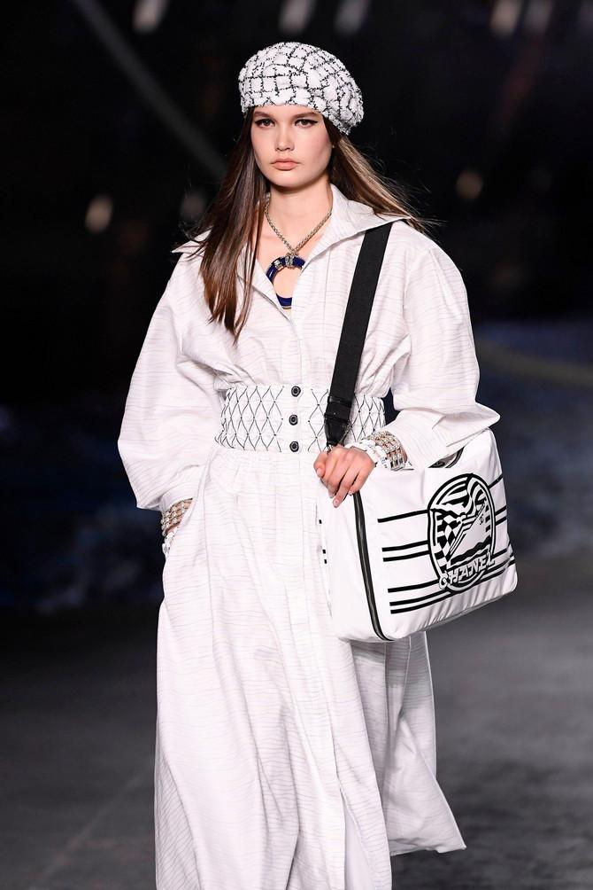 Beretke i simpatične kapice preporuka su Chanel-a