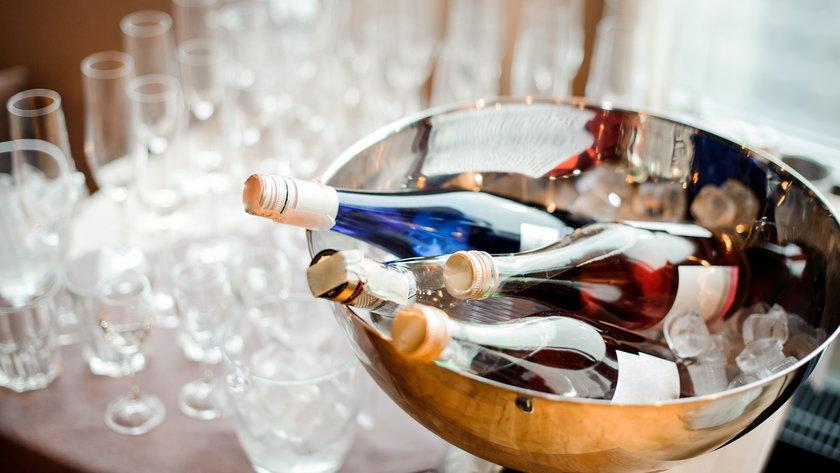 Picie alkoholu - piwo i wino szkodzi na głowę w równym stopniu co wódka