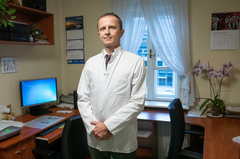 – Jeśli więc chcemy wykryć problem wcześniej, jedynym sensownym rozwiązaniem są badania profilaktyczne – tłumaczy dr n.med. Przemysław Dudek, urolog