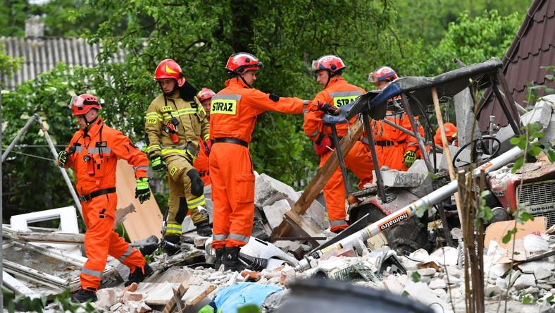 Ratownicy na miejscu wybuchu gazu w Chodlu