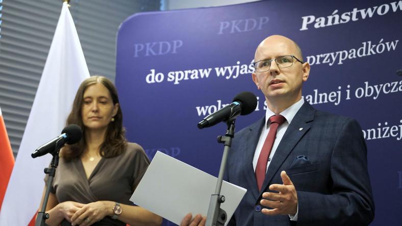 Przewodniczący komisji ds. pedofilii Błażej Kmieciak oraz wiceprzewodnicząca Hanna Elżanowska