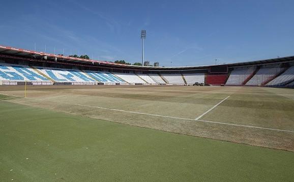 Nova trava na stadionu