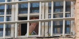 Tymoszenko za więzienną kratą. Foto