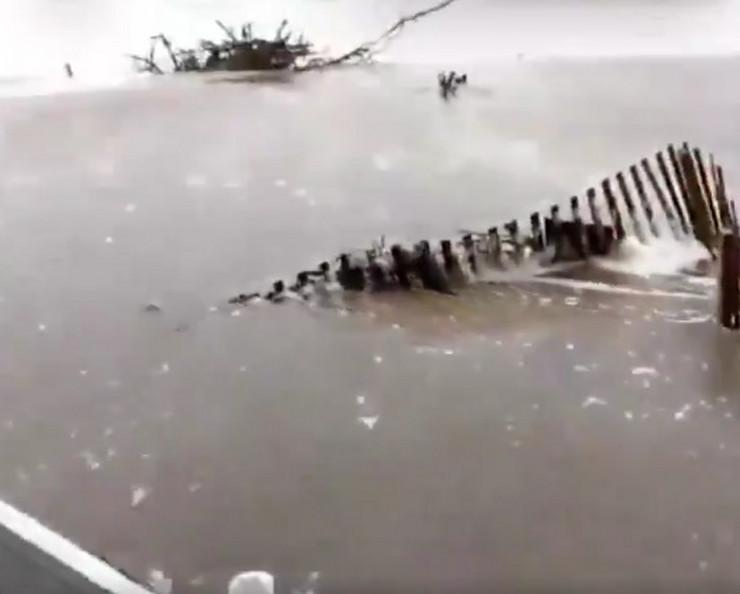 Uragan Florens talasi Avon, Severna Karolina prtscn CNN