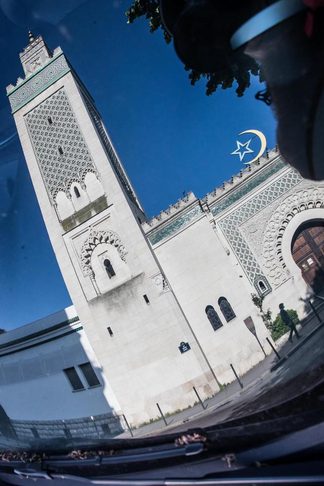 Makron je najavio strožiju kontrolu finansiranja džamija (foto: Velika džamija u Parizu)