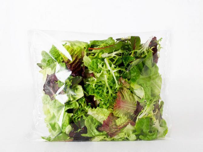 Kupujete zapakovanu salatu? Ne slutite kakva vam OPASNOST preti iz nje!