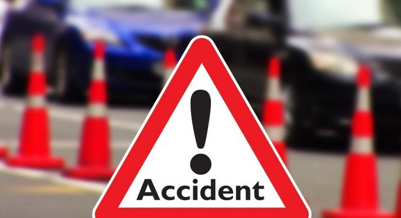 2 dead, 11 injured in road accident