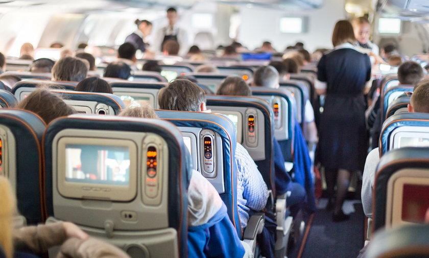 Włochy. Pilot i pasażerowie ratowali noworodka podczas lotu