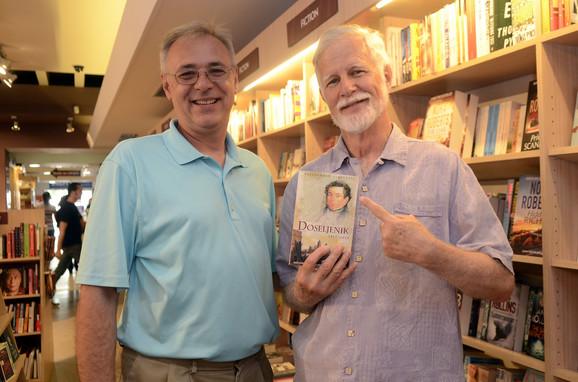 Autor knjige Aleksandar Slavković (levo) sa Šagićevim potomkom Larijem Maletom
