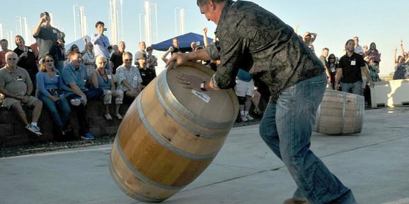 Takmičenje u kotrljanju vinskih buradi