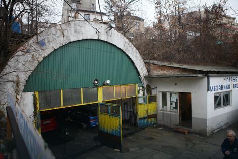 Mesto gde bi mogao da bude ulaz u tunel