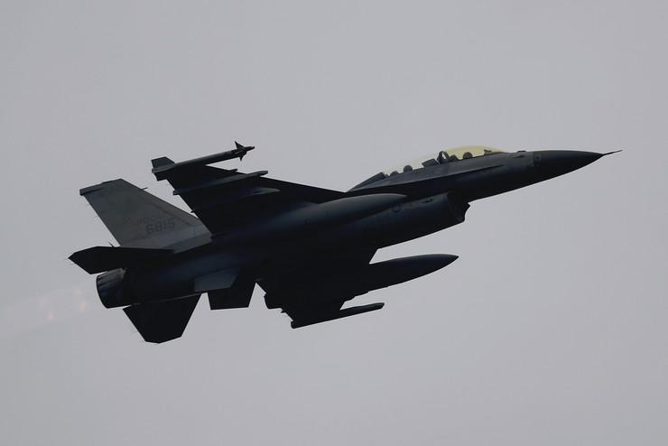 Avion F-16, EPA -RITCHIE B. TONGO