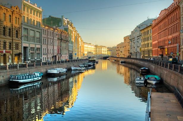 Wizy elektroniczne do Petersburga i obwodu leningradzkiego w Rosji wchodzą w życie od 1 października. Uzyskanie takiej wizy na ośmiodniowy pobyt jest bezpłatne. E-wiza wydawana będzie obywatelom 53 państw, w tym Polski.