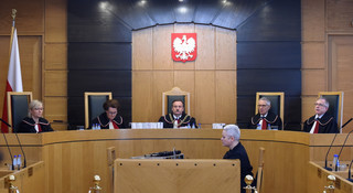 Pierwsze posiedzenie TK po przewodnictwem sędziego wybranego przez PiS. Pszczółkowski: Dzisiejsze rozstrzygnięcie ma charakter wyroku