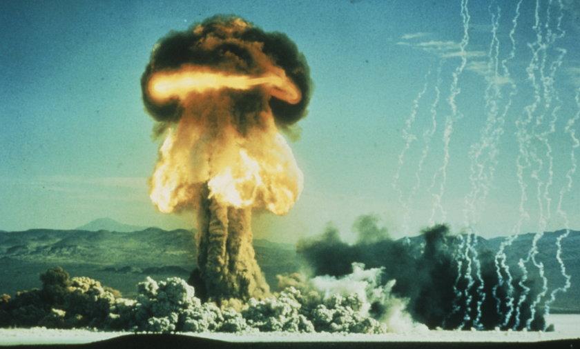 Grzyb po wybuchu bomby atomowej.